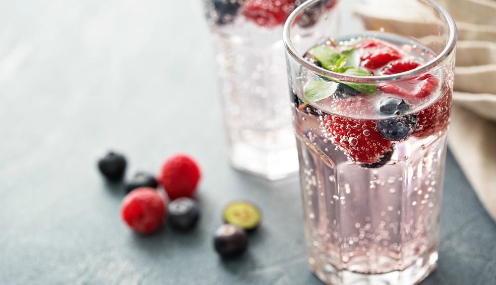 fizzy-water-fruit