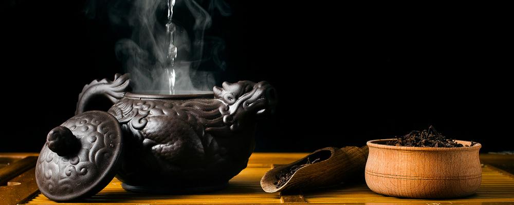 teapot-pours-water